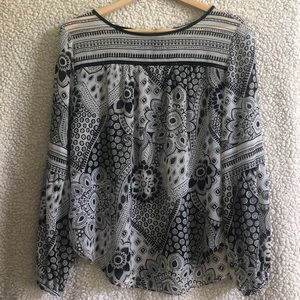 Light and flowing long sleeved blouse!